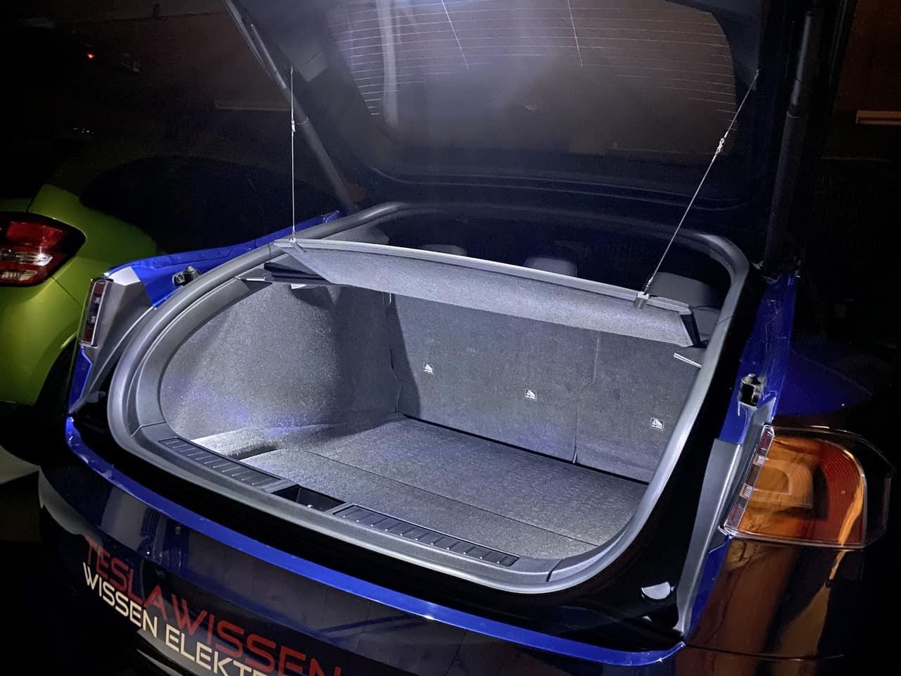 Tesla LED Kofferraum Beleuchtung