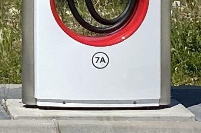 Tesla Supercharger Nummerierung