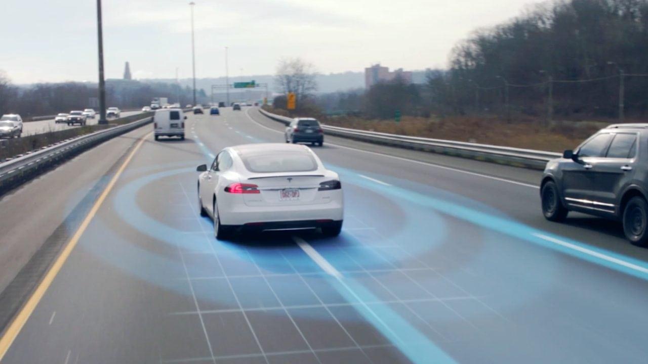 Tesla Autopilot Spurwechsel