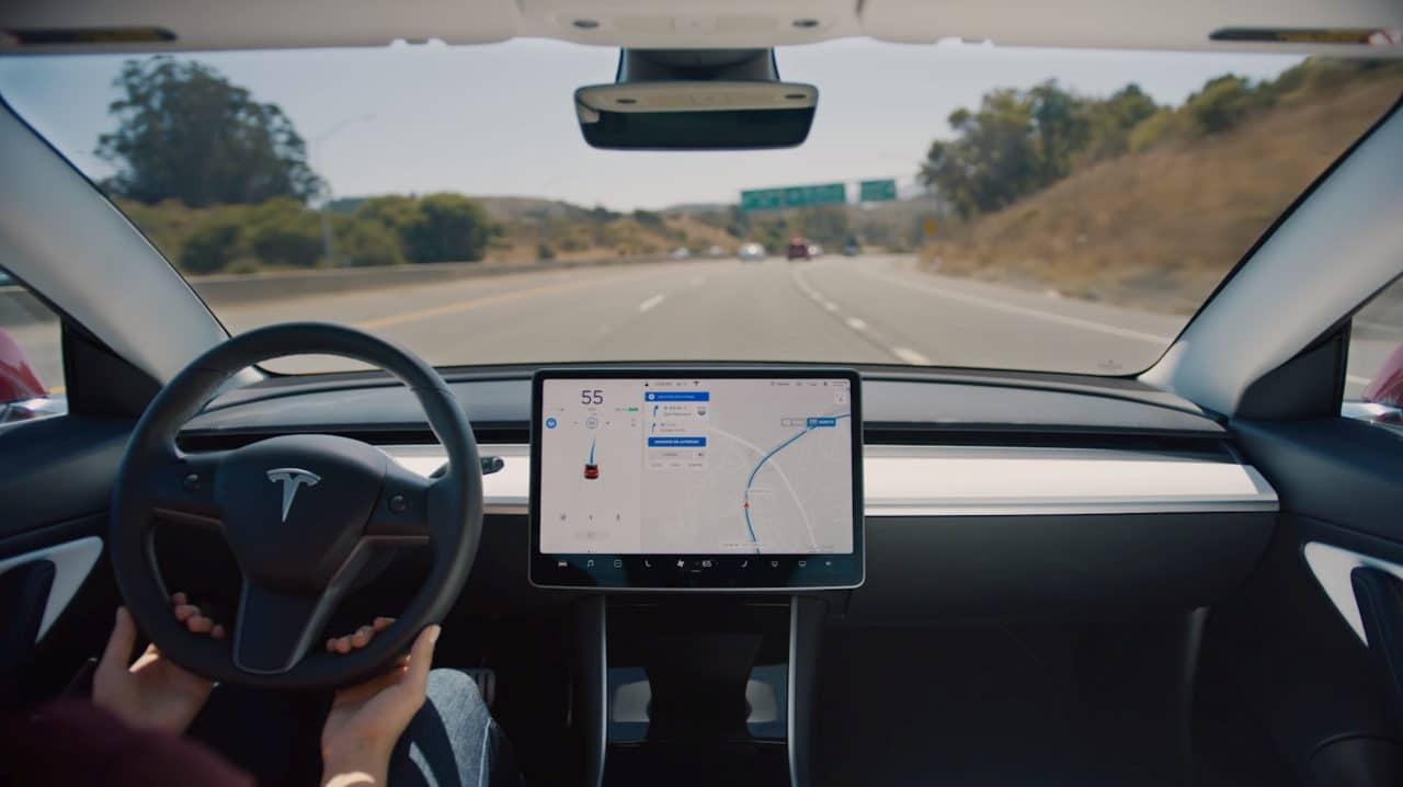 Tesla mit autopilot navigieren