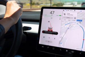 Tesla Spurhalteassistent: Spurhaltekorrektur und Notfall-Spurhaltekorrektur