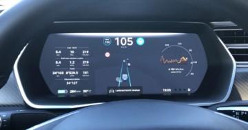 Tesla Lenkrad leicht drehen Meldung