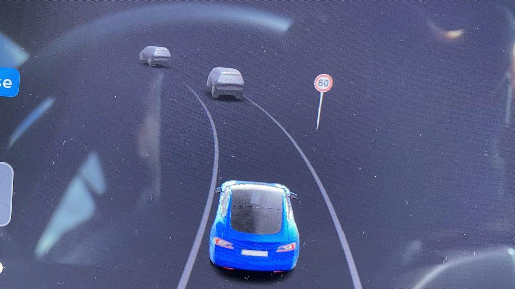Tesla Verkehrszeichenerkennung