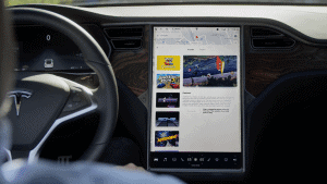 Defektes Tesla Display: gelber Rand