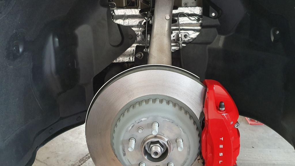 Bremsscheibe Tesla sauber