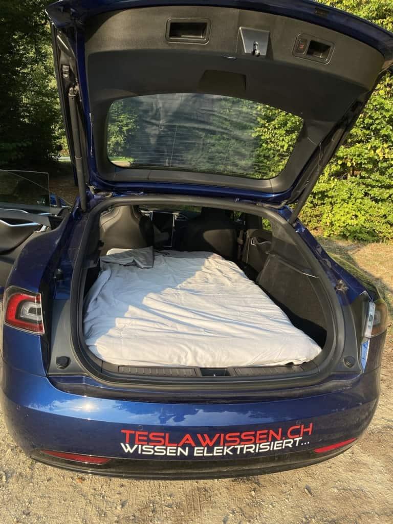 Tesla Dreamcase Model S aufgebaut